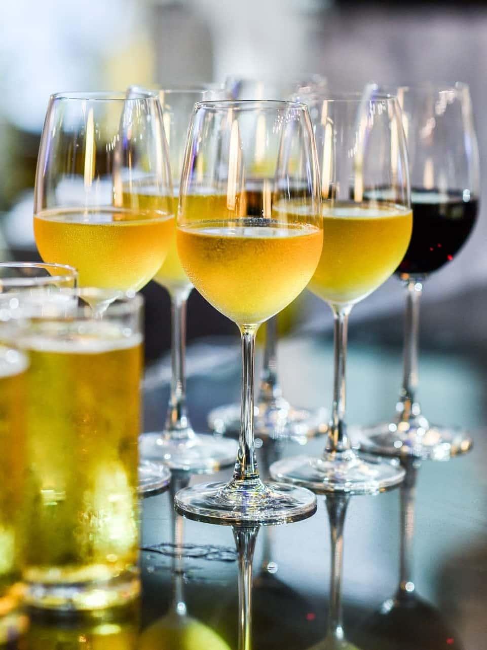 Vin, øl og delikatesser i odensen. Rødvin, hvidvin, mousserende eller rose til fest